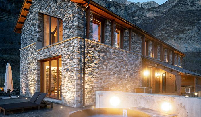 la revista interiores publica sobre la casa pasiva diseñada por kozo arquitectura